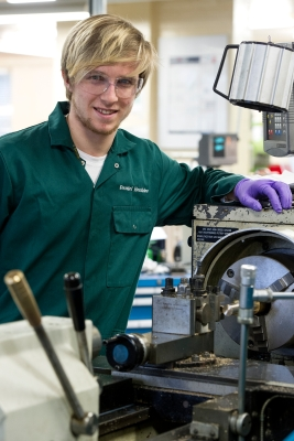 Picture 3 - Precision Machinist Apprentice_Daniel Hornblow_2015